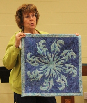 Ann Weaver - Spinning Dolphins Quilt.